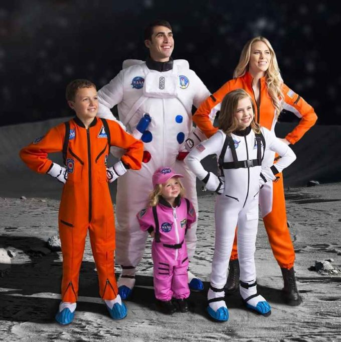 astronauts family halloween costumes ideas