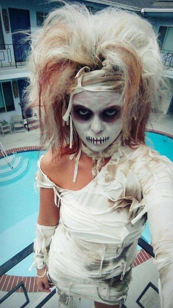 diy mummy halloween costume idea