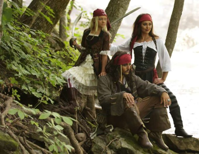 pirates of the caribbean family halloween costumes ideas