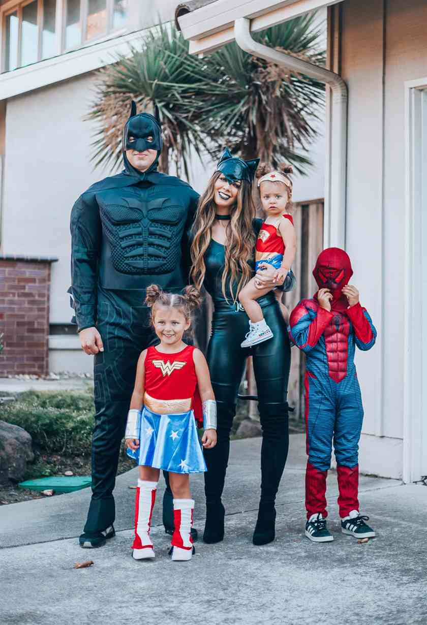 superheros family halloween costumes ideas
