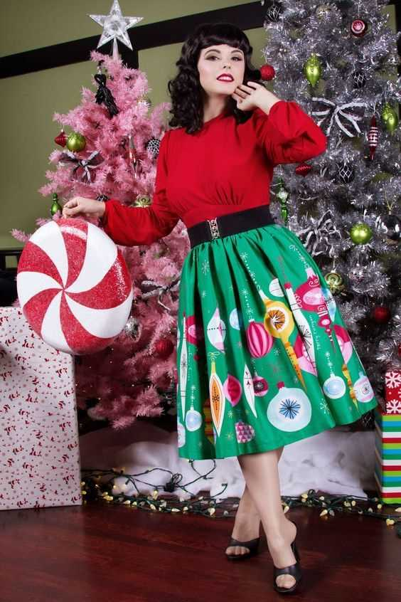 red and green Christmas skirt outfit